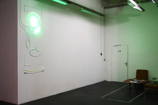 Sttar Light, 2015 : assemblage d'anciennes enseignes et de tubes néons en basse tension. in situ Exposition : Bivouac, Pola, Bordeaux Commissariat : Lieu Commun et Zebra 3.
