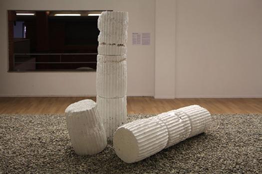Abyss, 2016 Installation immersive, matériaux de construction : ciments, plâtres, polystyrènes et graviers.  Courtesy de l'artiste et du Frac / Midi Pyrénées.  Lauréat du prix Mezzanine Sud, Les Abattoirs.