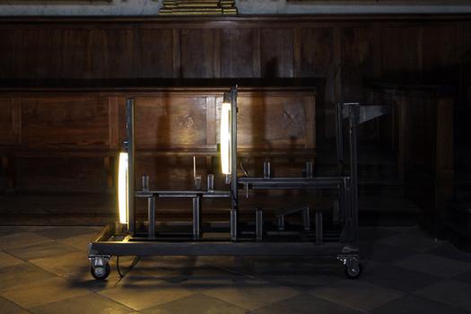 Prestige, 2016, installation in situ, conditionnements de transports en contreplaqué, métal et néons. Partenariat : M Technologie Pour le festival Les Jardins Synthétiques à la Chapelle des Carmélites, Toulouse