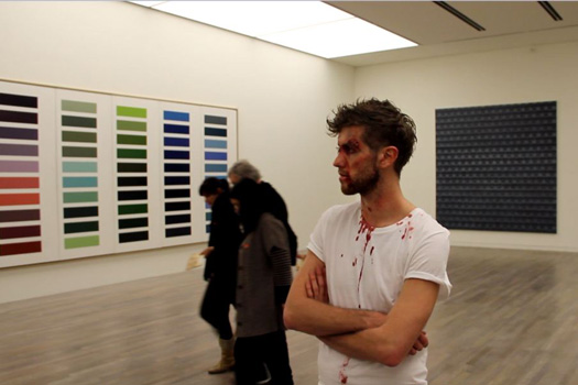 Wrecked, 2012, vidéo de la performance, son et couleur, 9'55'' . Exposition North By Northwest , Düsseldorf.