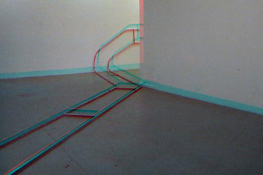 Wrong Turn, 2012, rail de travelling accidenté, dimension variable. Installation réalisée pour l'exposition North By Northwest dans le cadre de la résdence Gestatelier de Kulturamt à Düsseldorf